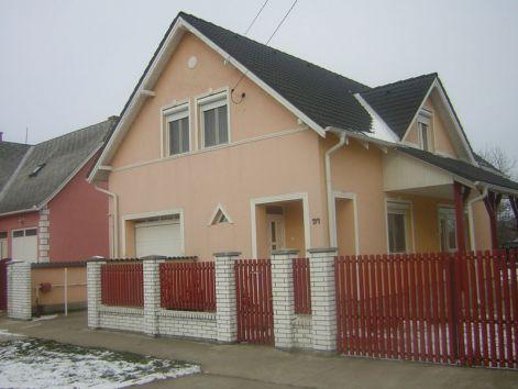 Ház homlokzat